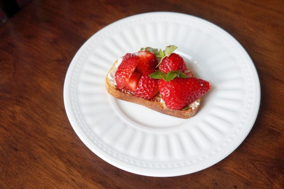 Strawberry Balsamic Vinegar Goat Cheese Crostini